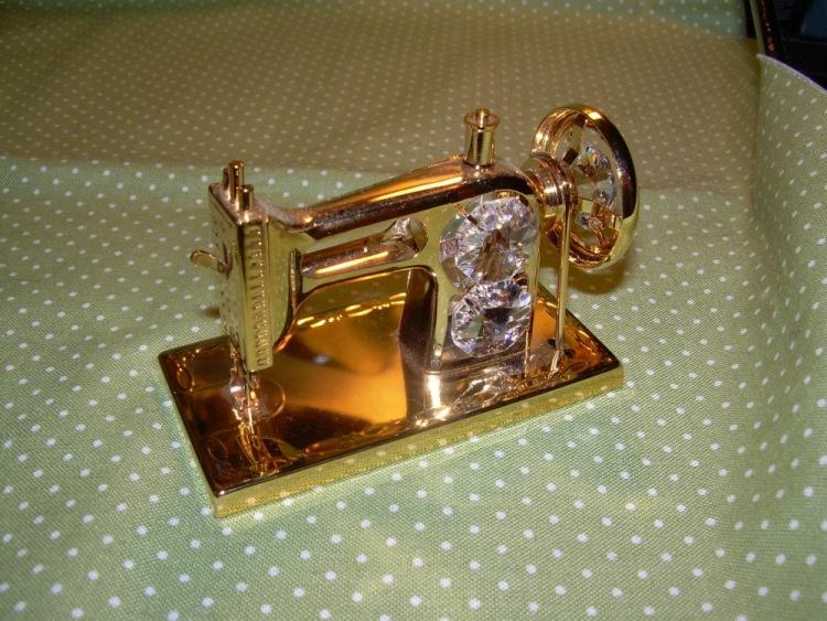Стих к подарку швейная машинка 36