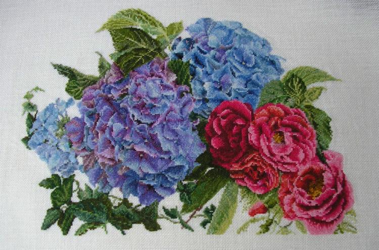 Вышивка гортензия и розы 17