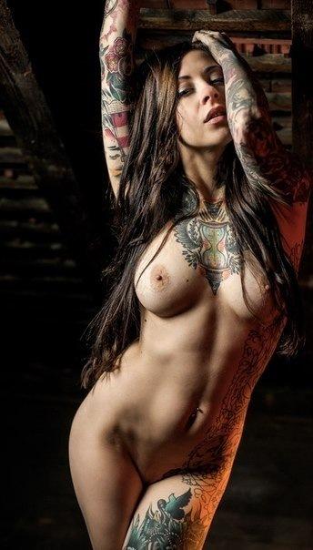 фото девушек голые татуированные бесплатно